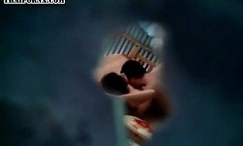 คลิปแอบถ่าย เจาะรูแอบถ่ายคลิปคนข้างห้องเย็ดกันจูบแลกลิ้นไซร้กันนัวเนียผัวเมียคู่นี้เอามันได้อารมณ์สุดๆ กลางวันแสกๆเลยครับ