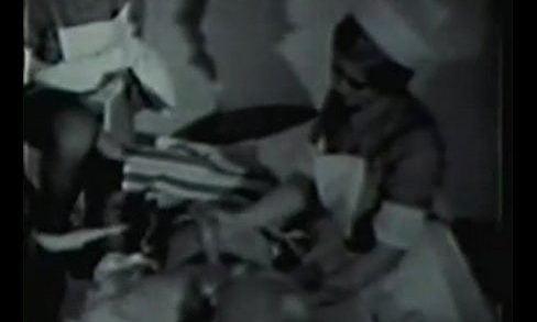 ฝรั่ง xxxAV ฝรั่งเก่า หาดูยากมาก ตั้งแต่ปี 1960 จอภาพยังขาวดำอยู่เลย ผู้ป่วยโดน2นางพยาบาลสวิงกิ้งในโรงแรม